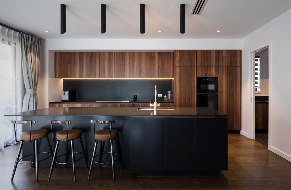 stunning walnut and black kitchen | Neo Design