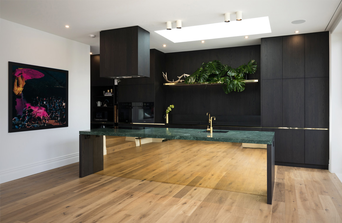 Black And Brass Kitchen Boldly Beautiful Neo Design