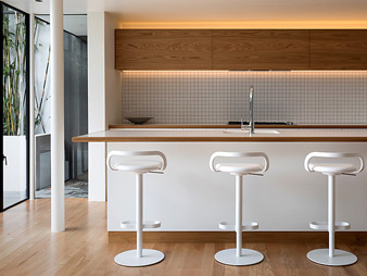 Neo-design-custom-kitchen-renovation-minimalist-oak-veneer-1970-THUMB